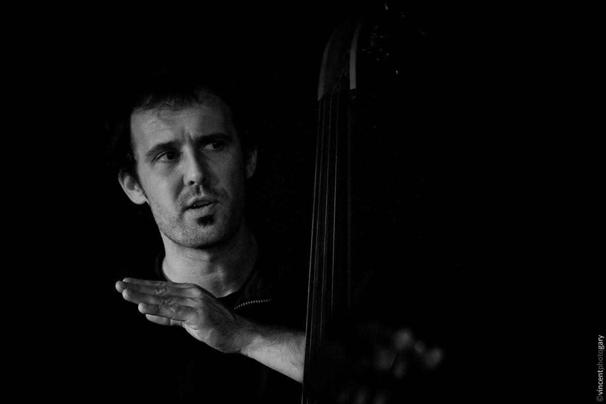 fredk-jamlik-chanteur--picard-chanson-francaise-contrebasse